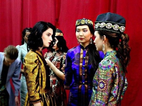 На Каспийской неделе моды красавицы демонстрировали коллекцию Тостаевой под песню на выдуманном языке