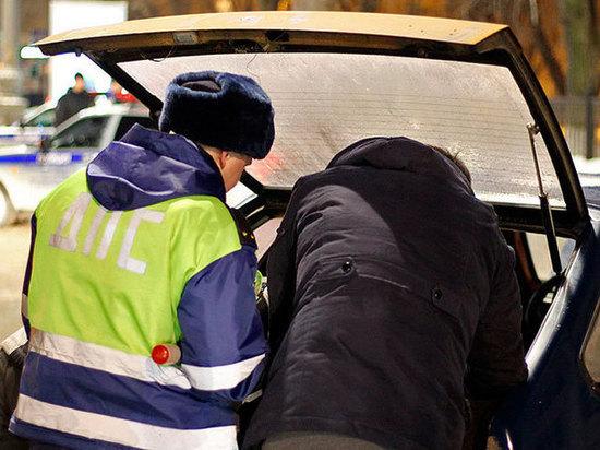 Двое мужчин пытались перевезти из Москвы в Тверскую область гашиш