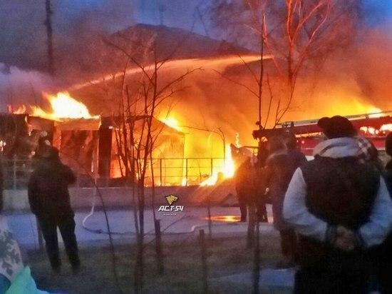 В Заельцовском районе произошел сильный пожар