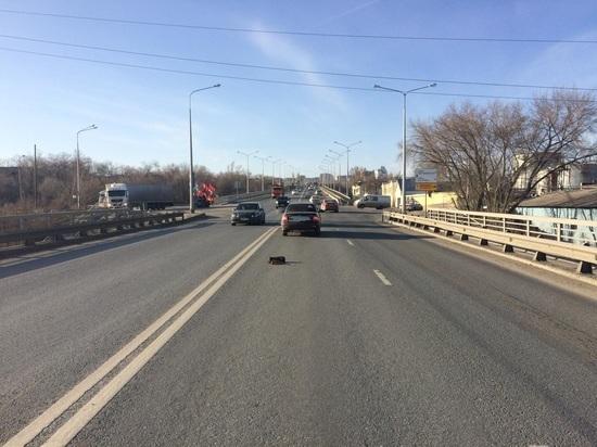 В Самаре вазовская легковушка врезалась в иномарку на Южном шоссе