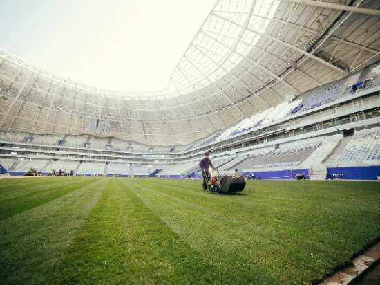 На стадионе «Самара Арена» до конца дня завершат укладку газона