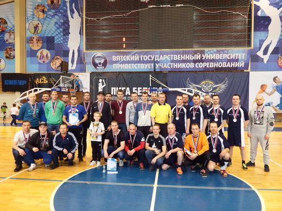Сотрудник «Кировэнерго» стал лучшим капитаном команды по мини-футболу среди энергетиков Кировской области