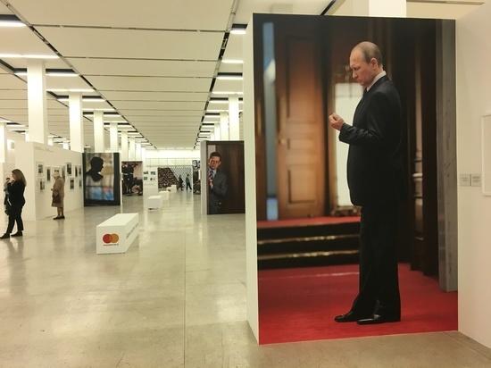 «Фотобиеннале-2018» стала отражением большой политики: Лукоморье, Путин и ядерное солнце