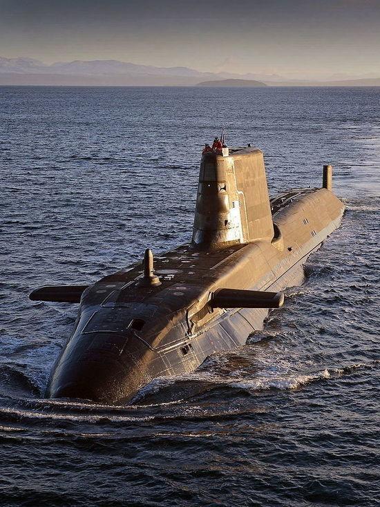 Адмирал рассказал, как российские подводники блокировали британских близ Сирии