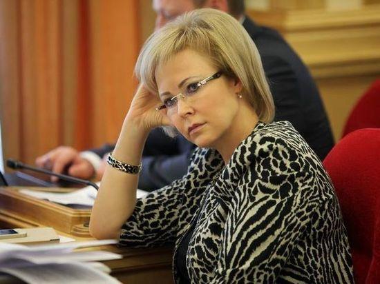 Однако официальные  доходы депутат Госдумы резко уменьшились…