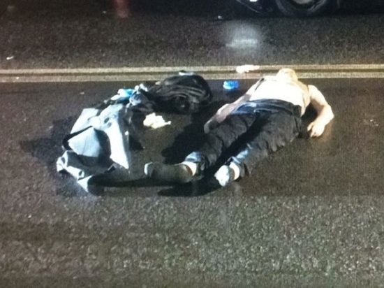 На севере Москвы «Форд» задавил мужчину, сидевшего на дороге