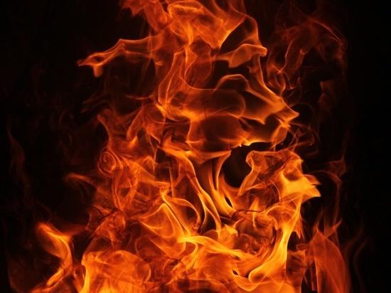 В Орске загорелись несколько сараев: погиб человек