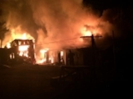 Ночью в Новомосковске горели сараи