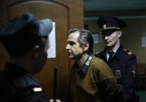 Гражданин Израиля, физик Борис Гриц, напавший на журналиста «Эха Москвы» Татьяну Фельгенгауэр, попросил прощения у ее матери на первом заседании в Пресненском суд Москвы