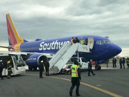 Пассажирку американского самолета насмерть засосало в иллюминатор