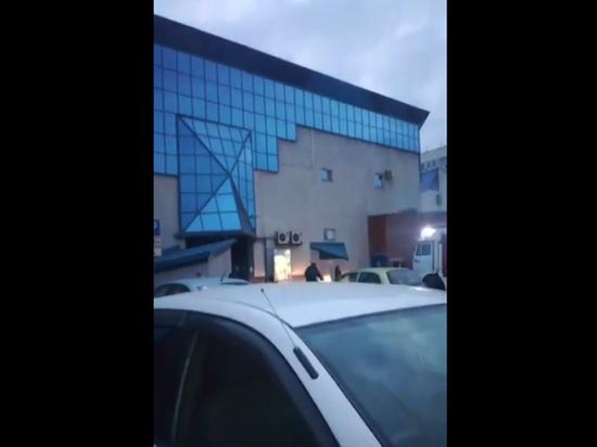 Переполох в кемеровском ТЦ «Променад» вызвали холодильники: 500 человек эвакуированы