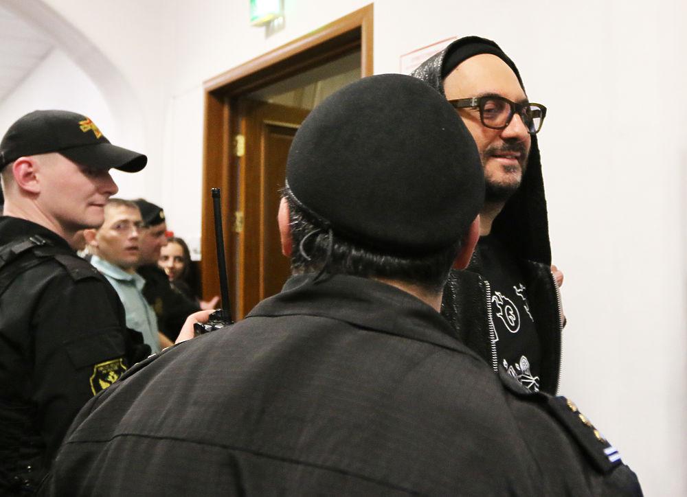 Кирилл Серебренников поблагодарил всех за поддержку: фото из зала суда