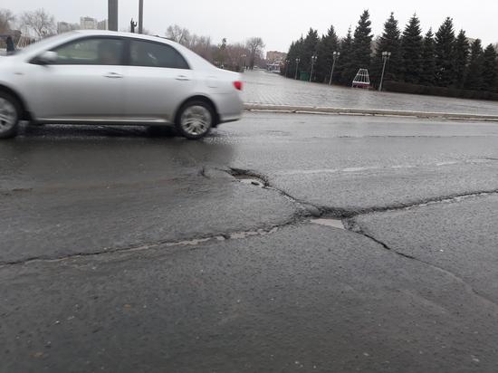 Нет ухаба, значит, будет яма: довольны ли оренбуржцы весенними дорогами