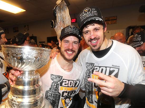 16 команд начали битву за главный хоккейный трофей Северной Америки