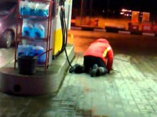 Вельский алкоголик блокировал работу автозаправки
