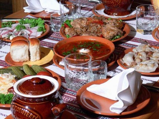 Калья, поросячья голова и калач: какая она — московская кухня