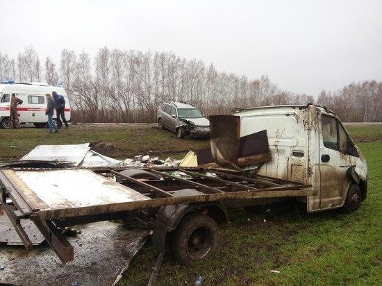 """В Знаменском районе столкнулись внедорожник и """"ГАЗель"""": двое пострадали"""