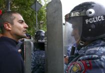 «Бархатнаяреволюция» в Армении: власти налаживают диалог с оппозицией силой