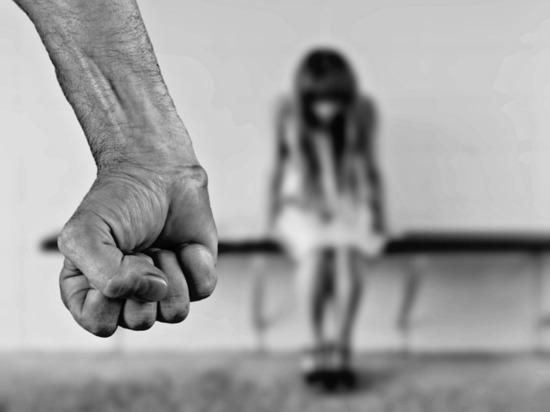 Ужасы домашнего насилия: трехлетний ребенок, насмотревшись на отца, бьет маму