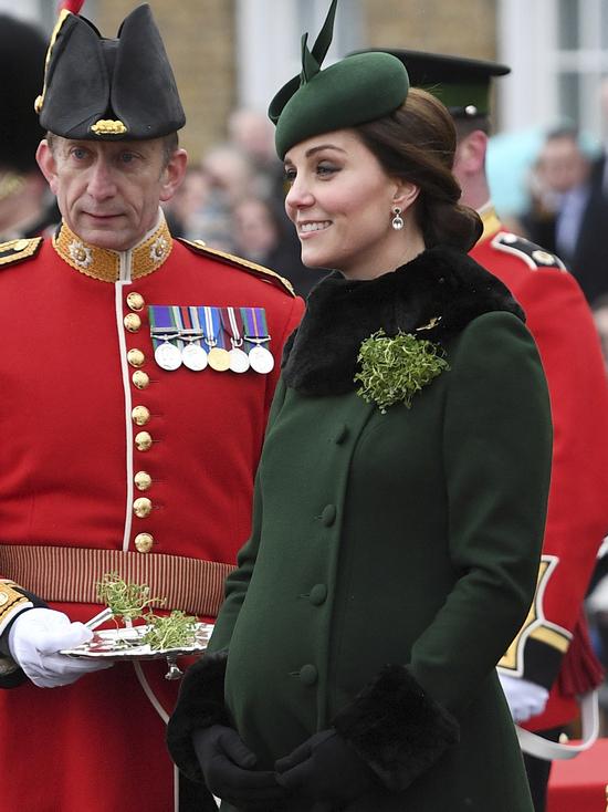 Герцогиня рожает: Кейт Миддлтон доставили в лондонский роддом