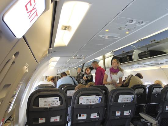 Полицейским пришлось проверять самолет из-за предложения пассажира помолиться