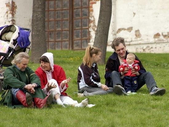 Студенты на даче отдыхали
