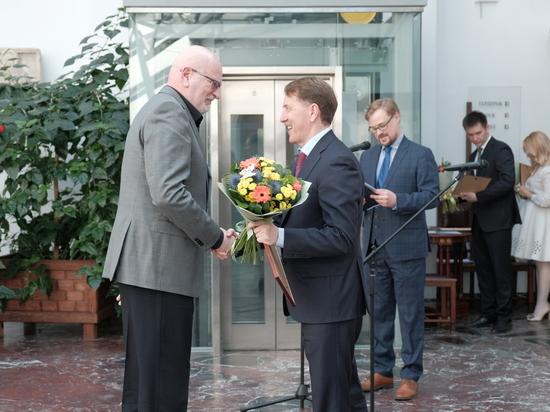 Полпред Президента РФ Алексей Гордеев поздравил лауреатов Премии ЦФО в области литературы и искусства