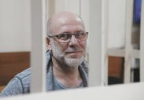 Как рассказала «МК» Ксения Карпинская, адвокат Алексея Малобродского, единственного реально посаженного в изолятор среди прочих подозреваемых по делу «Седьмой студии», следствие разрешило перевести ее клиента под домашний арест