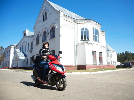 Лухские медики показали Станиславу Воскресенскому скутеры фельдшеров