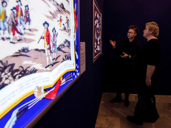 В Новосибирске проходит выставка изысканных платков