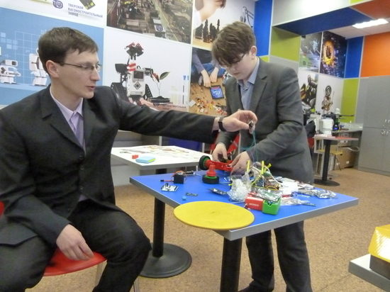 Сельский учитель хочет сделать фабрику роботов: