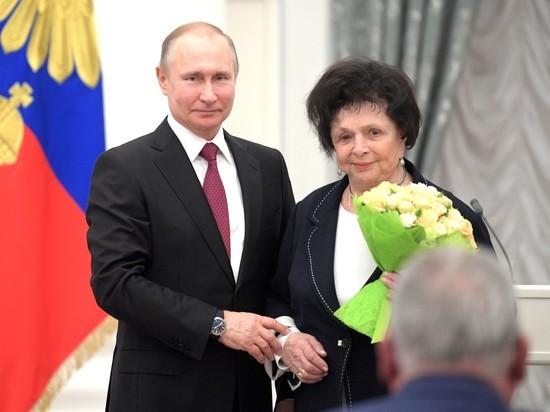 На церемонии в Кремле гинеколог назвала Путина «высокочтимым»