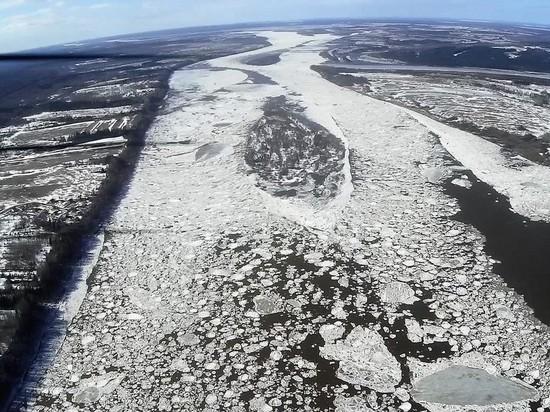 К Архангельску приближается двухголовый ледоход