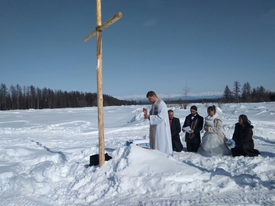 Польские туристы в Якутии сочетались браком среди оленей