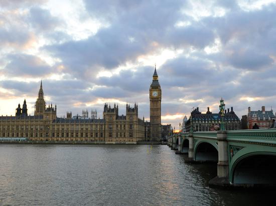 Лондон раскроет личности «российских олигархов», хранящих капиталы на британских территориях