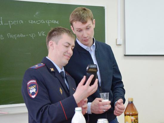 Звезда «Реальных пацанов» Николай Наумов продемонстрировал студентам работу алкотестера