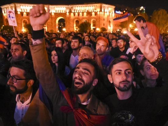 Хаос в Армении: Пашинян и Карапетян выяснят отношения 1 мая