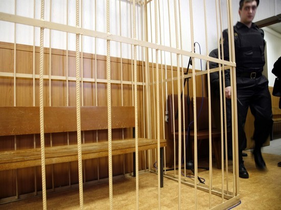 Полицейского и экс-банкира посадили за взятку судье Хамовнического суда