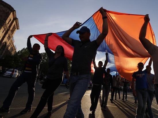 «Революционеры» уехали из Еревана: Армения оказалась без кандидатов в премьер-министры