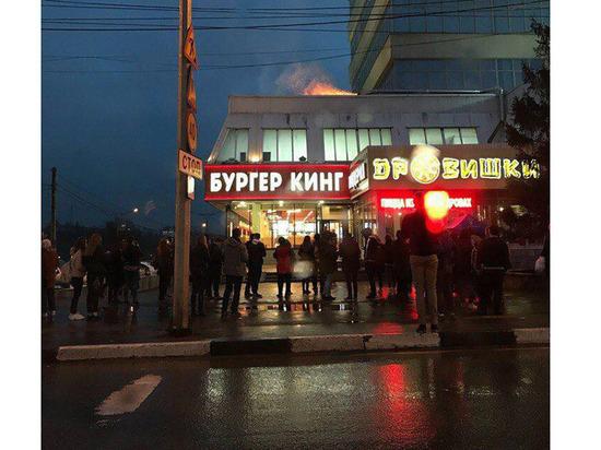 300 человек эвакуировали из-за пожара в ТЦ «Дом Мод» в Чебоксарах