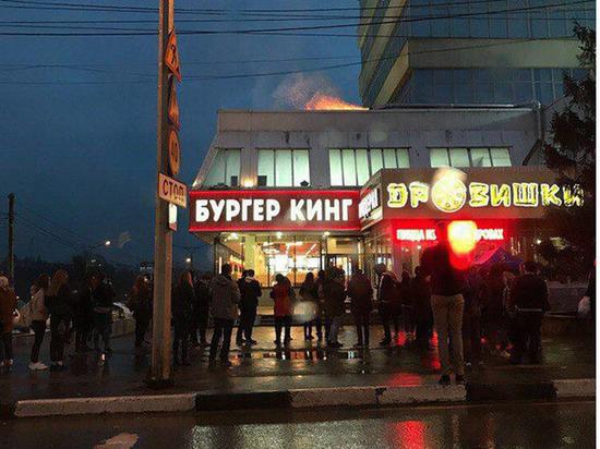 300 человек эвакуировали  из-за пожара в  «Доме мод»
