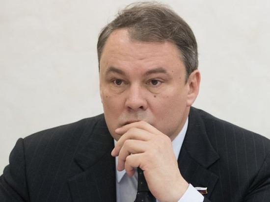 Пошутивший про боярышник депутат Толстой попенял на звериную серьезность Макаревича