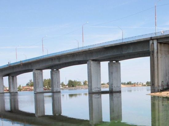 Надежность моста через реку Кострому начали проверять эксперты из Москвы