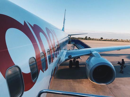 Самолет из Турции не долетел до Мурманска