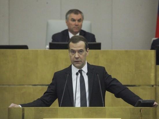 «Коммерсанта»: Медведев, скорее всего, сохранит пост председателя правительства