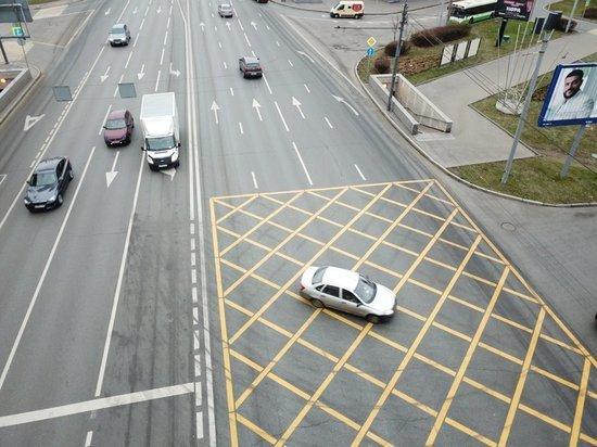 Специалист объяснил нюансы нового штрафа для водителей за «вафельницу»
