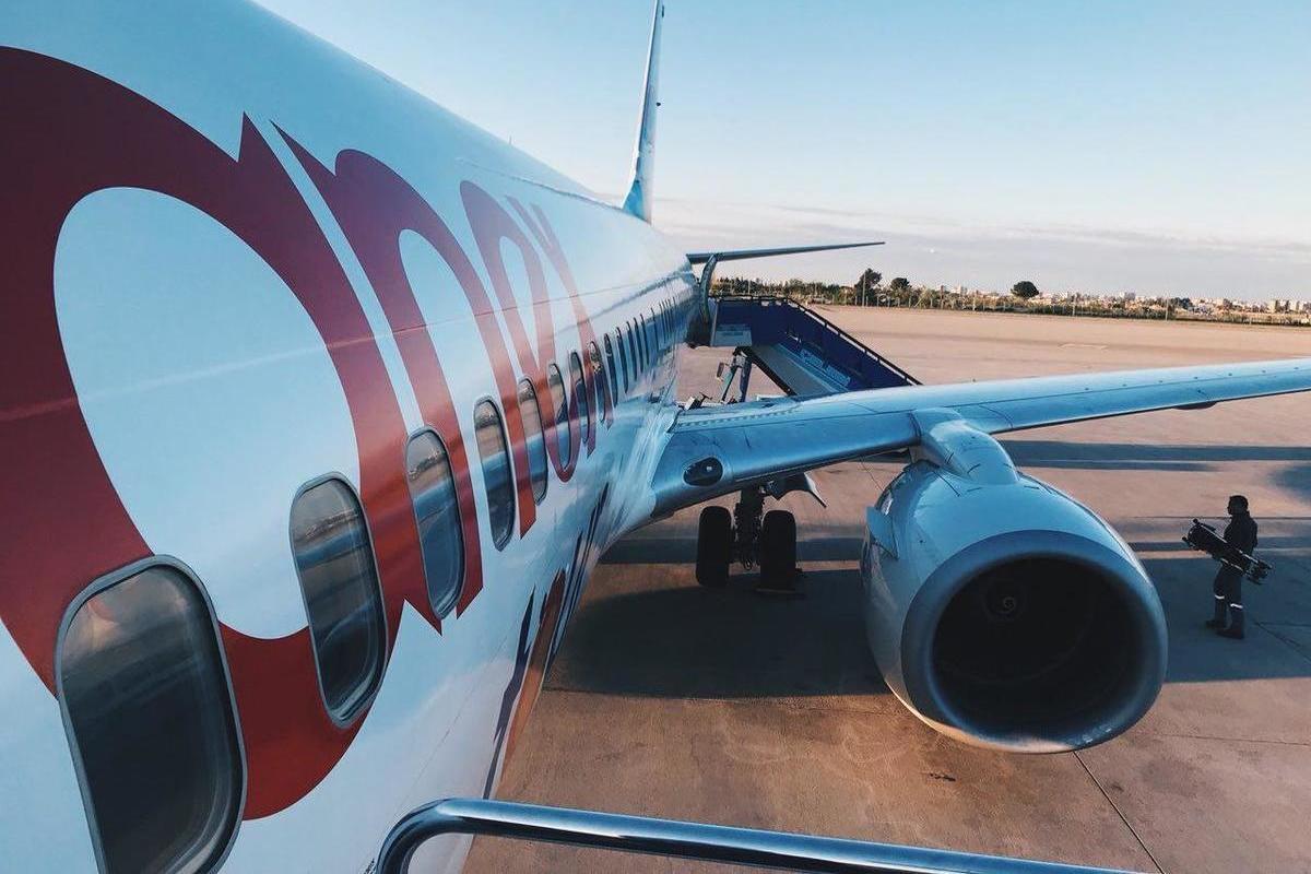 Самолет embraer e 190
