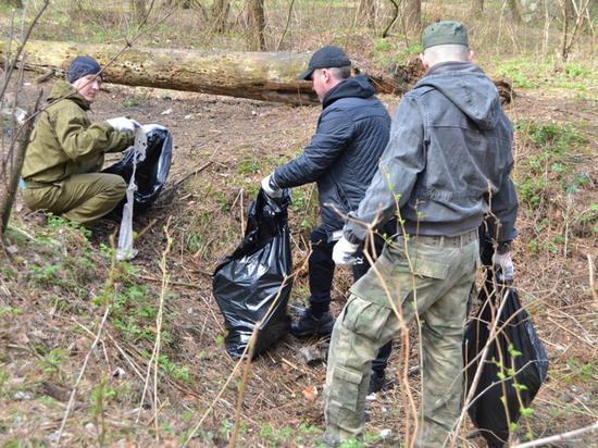 Тверские полицейские сменили табельное оружие на грабли