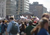 Митинг в поддержку Telegram: слушая Навального, солдаты вели себя необычно