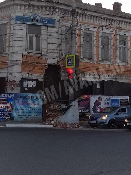В Астрахани обрушилось здание на Боевой